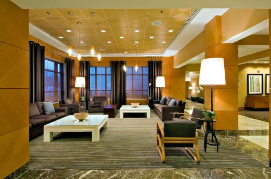 DoubleTree by Hilton Chicago - Arlington Heights: Lobby