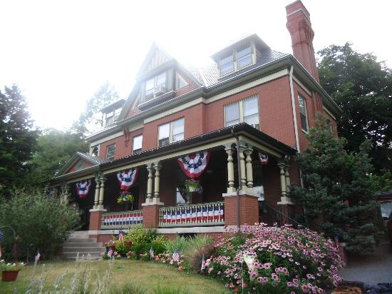 B.F. Hiestand House Bed & Breakfast: Lots of red, white, and blue for Independence Day
