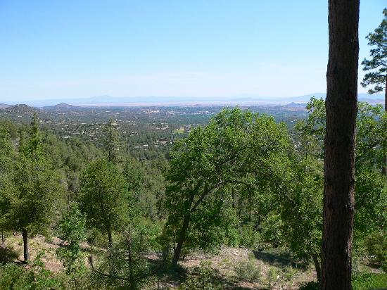 Whispering Pines Bed and Breakfast: View of Prescott from Deck