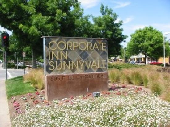 Corporate Inn Sunnyvale: CISEntrance Sign