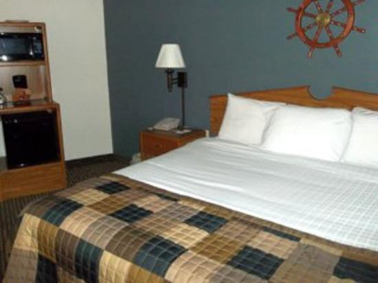 Americ Inn Menominee One King One King Lakeside