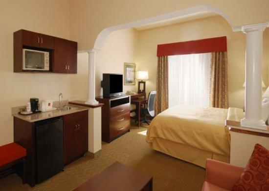 Comfort Suites: King Suite Room