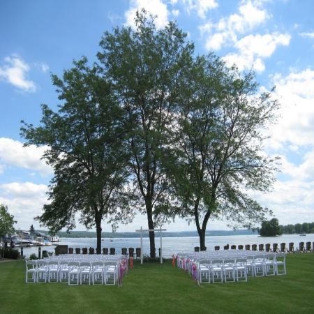The Inn on the Lake: Lakeside ceremonies