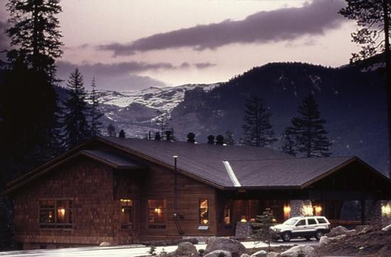 Wuksachi Lodge: Exterior View