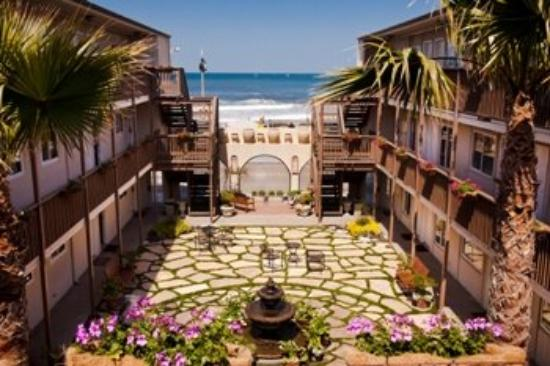 Ocean Beach Hotel: Court Yard over view of the Ocean