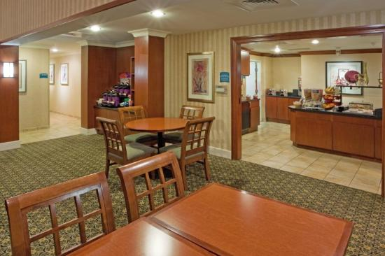 Staybridge Suites--Wilmington/Newark: Guest Dining Lounge
