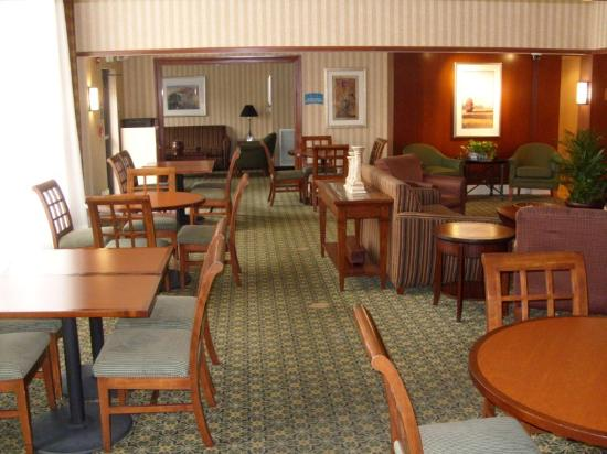 Staybridge Suites--Wilmington/Newark: Staybridge Suites Hotel Newark - Guest Dining Area