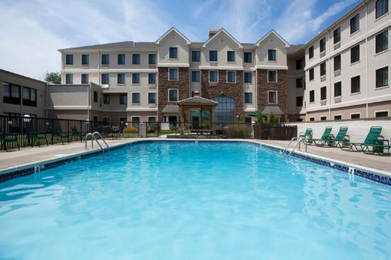 Staybridge Suites--Wilmington/Newark: Swimming Pool
