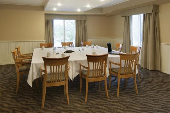 BEST WESTERN PLUS Royal Brock Hotel & Conference Centre: Boardroom