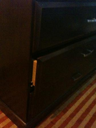Econo Lodge Inn &amp; Suites Near Legoland: broken dresser