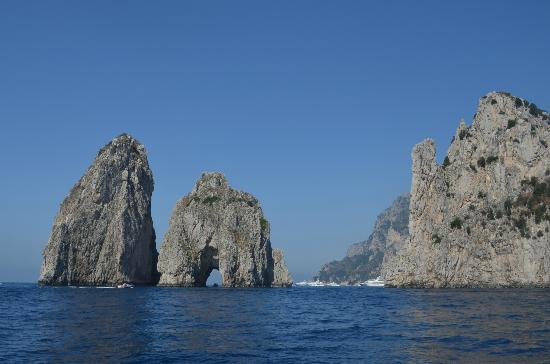 On the tour of the island the arch of love picture for Isle of capri tours