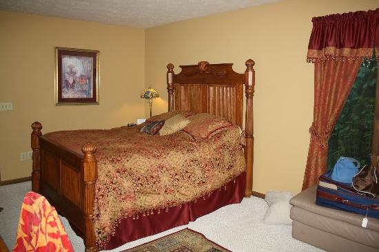 Whispering Oaks Bed & Breakfast: The Willow room.