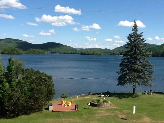 Le Grand Lodge Mont-Tremblant: Vue sur le lac, suite 229