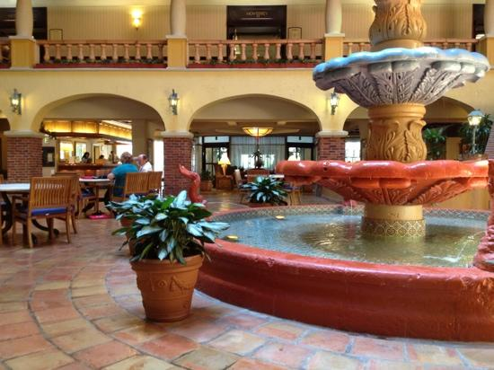 Embassy Suites Hotel Kansas City - Plaza: Lobby