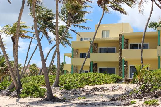 The Palms at Pelican Cove: the room from the beach