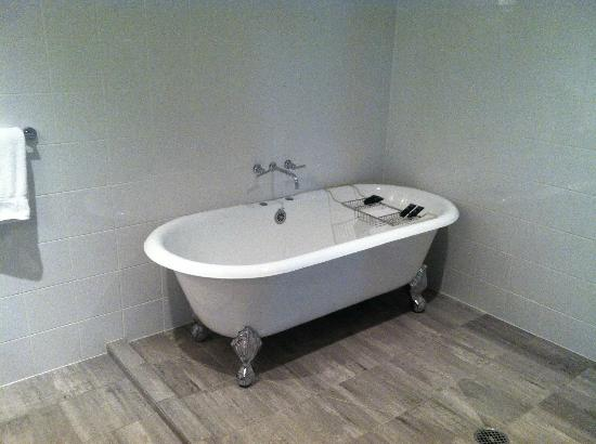 Lorien Hotel and Spa, a Kimpton Hotel: Clawfoot tub