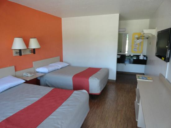 Motel 6 Evansville: Rooms remodeled with new floors, vanities, and of course 32