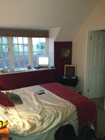 The Blathwayt: Standard double bedroom (although this doesn't do the room justice)