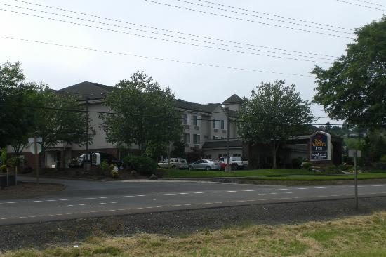 King City, OR: Hotel View from SW Pacific Hwy (99W)