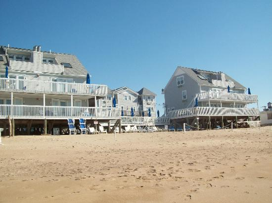 Westerly, RI: Luckily we had beach front unit