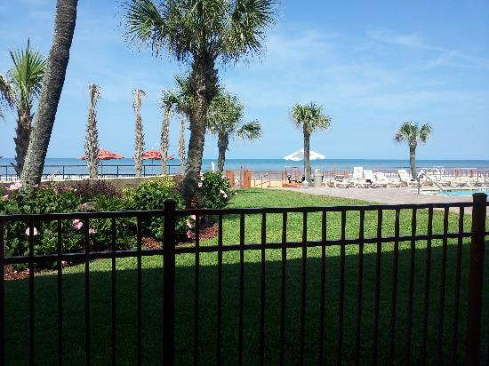 Econo Lodge: Oceanfront View