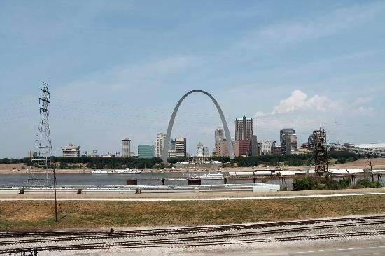East Saint Louis, IL: Uncropped view of the Arch. Actually what you see from tower.