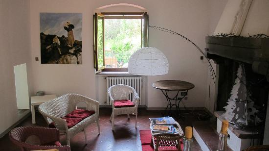 A Casa di Olivo: The fireplace area / living room of the house