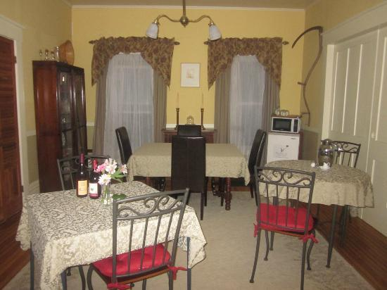 Thistledown Inn B&amp;B: Lovely dining area