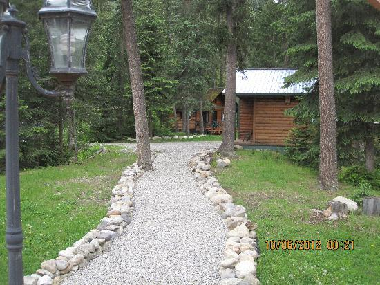 Mt. Robson Mountain River Lodge: Cabins