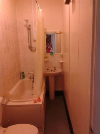 Clee House Hotel & Bistro: bathroom