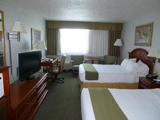 Holiday Inn Express Altoona: Zimmer mit two double beds