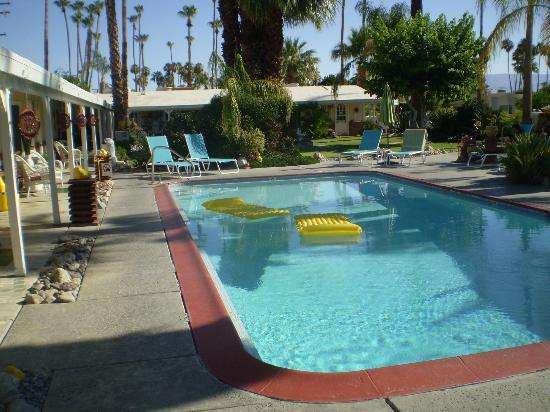 Alpine Gardens Hotel: Pool
