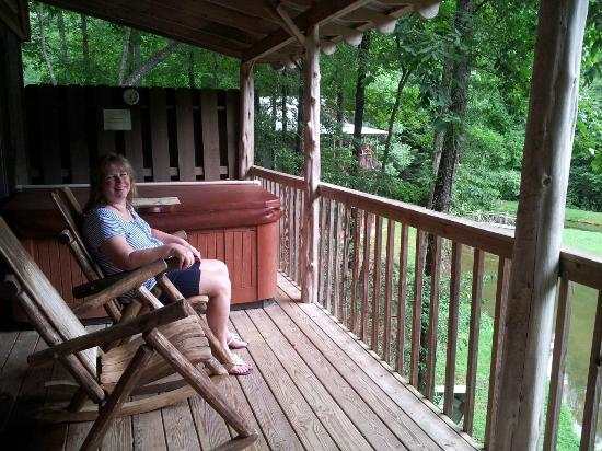 Cavender Creek Cabins Resort: Porch of cabin 9