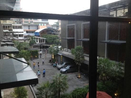 Siam Swana Hotel: View from outside room