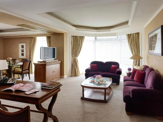The Langham Hongkong: Vogue Suite Living Room