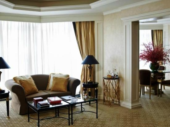 The Langham Hongkong: Premier Room Living Room