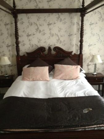 Grey's Hotel: Bedroom