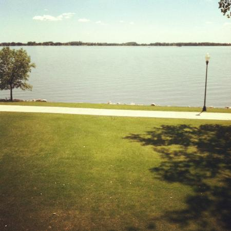 King's Pointe Waterpark Resort: View of the lake from our room