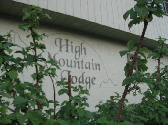 High Mountain Lodge: front