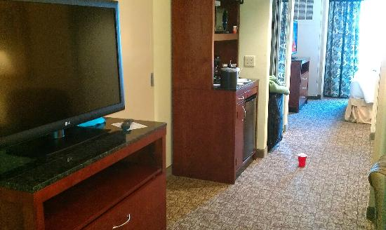 Hilton Garden Inn Evansville: fridge and microwave from the living area