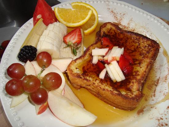 "Repos & Manna B & B: Our ""French toast"" breakfast...very popular!"