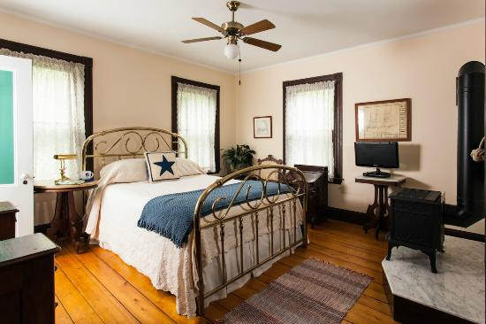 Inn at the Oaks: Originally an old sea captains home, now yours