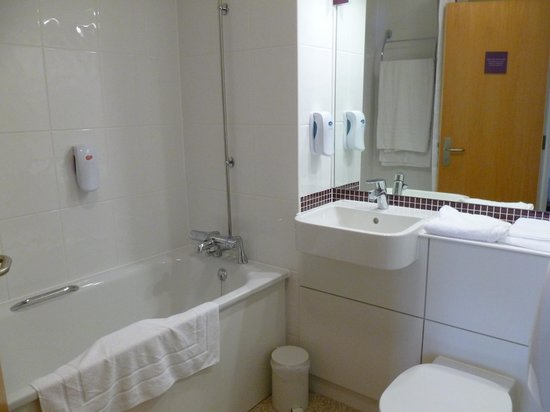 Premier Inn Weymouth Seafront: Bathroom