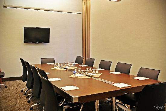 Four Points by Sheraton Winnipeg International Airport: Executive Boardroom