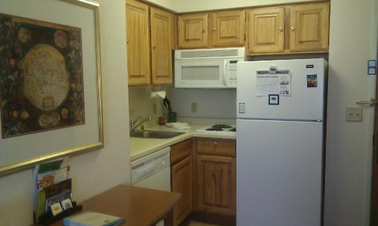 Staybridge Suites Eagan-Mall Of America: kitchen