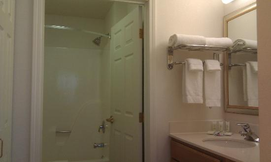 Staybridge Suites Eagan-Mall Of America: bathroom