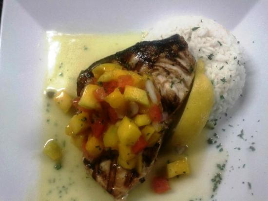Leesburg, Virginie : Wood Grilled Fresh Swordfish