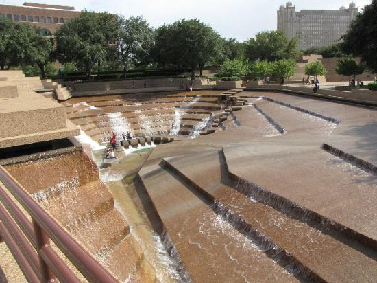 Sheraton Fort Worth Hotel and Spa: Water Gardens are great