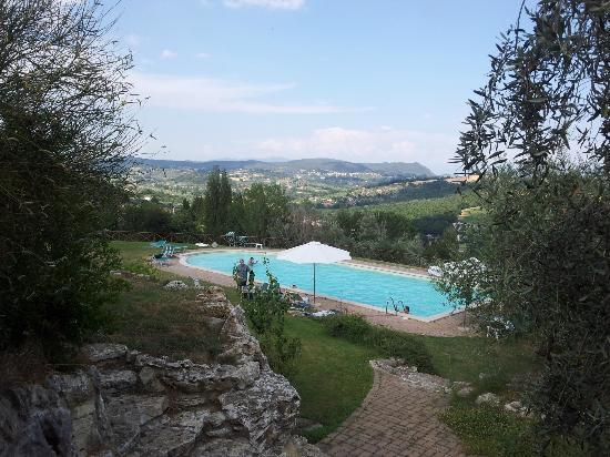 Tenuta Pizzogallo: Pool over the pool area