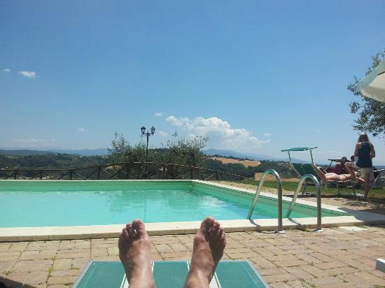 Tenuta Pizzogallo: Pool area with a fantastic view